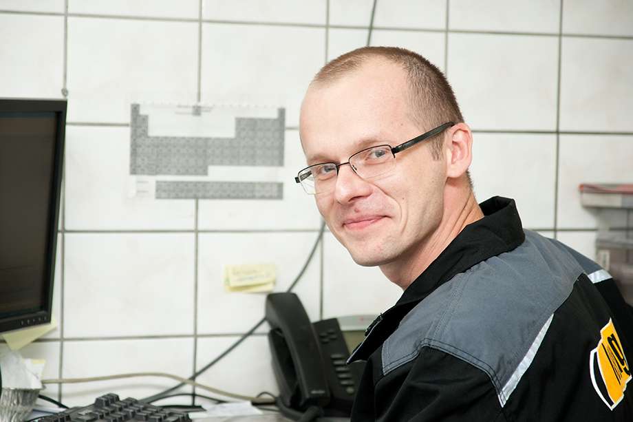 """""""Working at LUMAG is simply interesting. Every day here brings new challenges and issues to solve. Lumag is open to cooperation. Thank to this cooperation we are developing our products, but also get to know and better understand processes taking place in friction materials"""" Marcin – Technologists – R&D dept. – at the company for 12 years"""